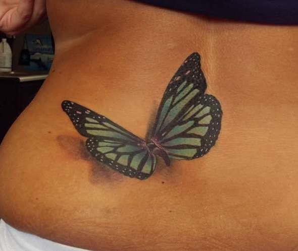 3D бабочка на пояснице девушки