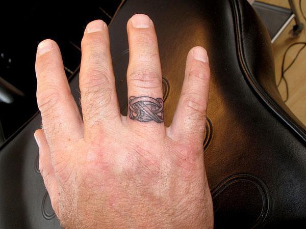 Тату кольцо в кельтском стиле