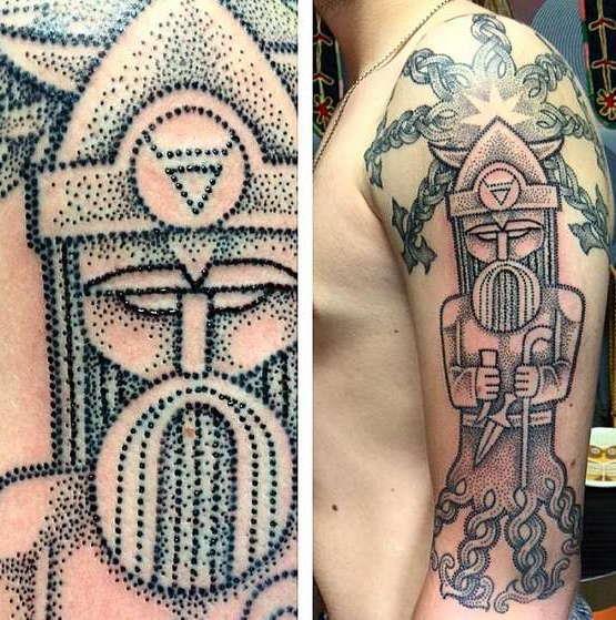 Славянская татуировка на плече