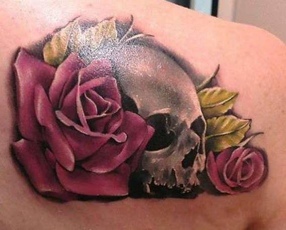 Череп с розами на спине 3D