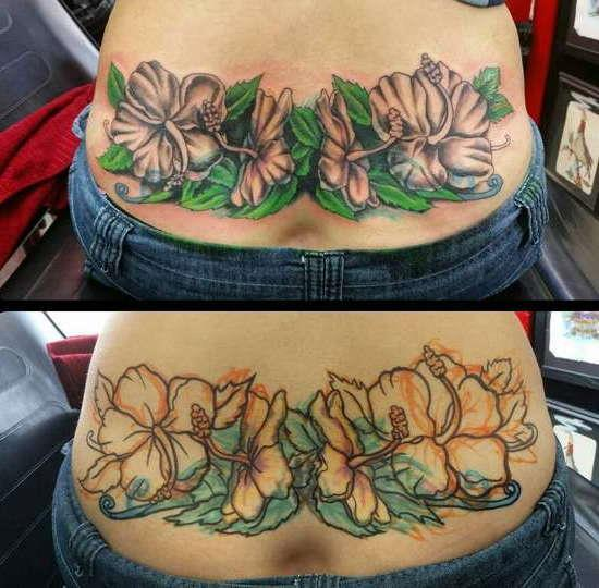 Красивые цветы в виде цветной татуировки на пояснице