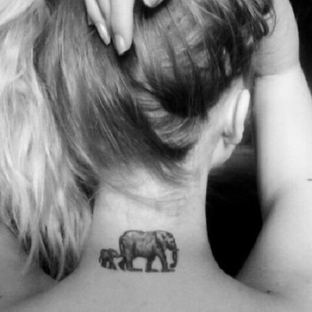 маленькая тату на шее слон