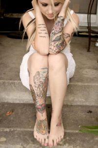 Женские татуировки на ноге