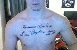 Мужская татуировка фраза на испанском на груди