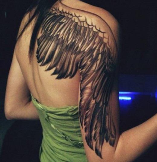 Объемное крыло на половину спины и часть руки