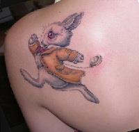 значение татуировки на лопатке