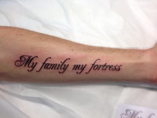 тату надпись про семью