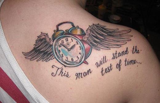 Татушка с крыльями на плече
