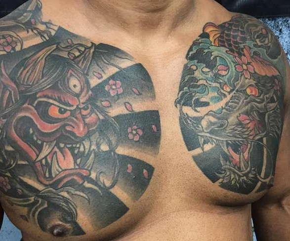 Японские татуировки на груди парня