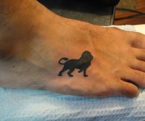 тату лев на ноге (3)