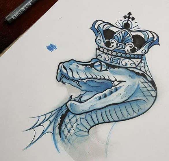 Эскиз татуировки змеи в короне