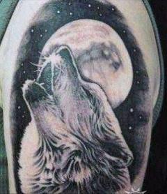 Значение наколки Волк воющий на луну
