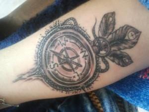 тату компас на руке (15)
