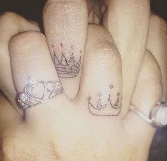 Короны на пальцах