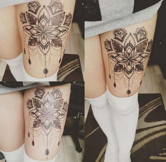 Татуировка на бедре в виде узора