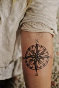 тату компас на руке (9)