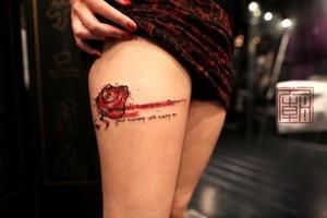 тату роза на ноге (3)