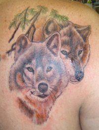 Эскиз татуировки Волки на лопатке