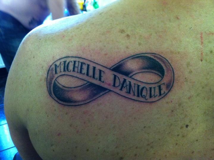 Татуировка бесконечность у парней