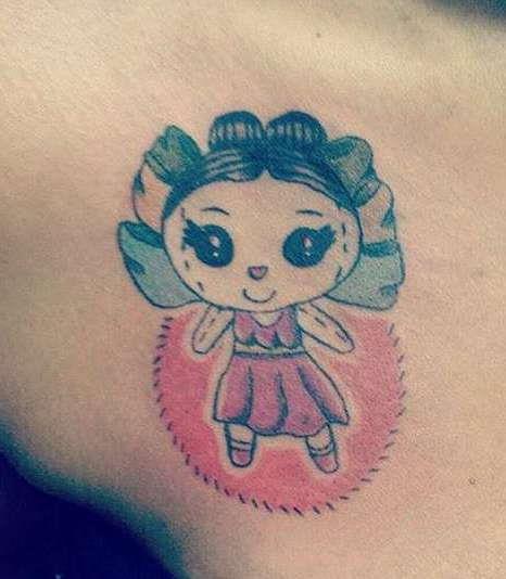 Оригинальная татуировка мультяшной девочки
