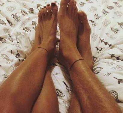 Парная татуировка браслетов на ноге