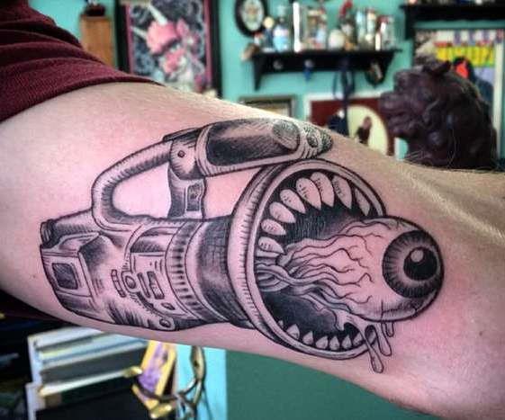 Оригинальная татуировка видео оператора