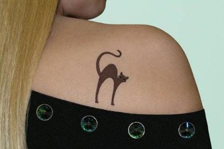 Печатная татуировка на плече