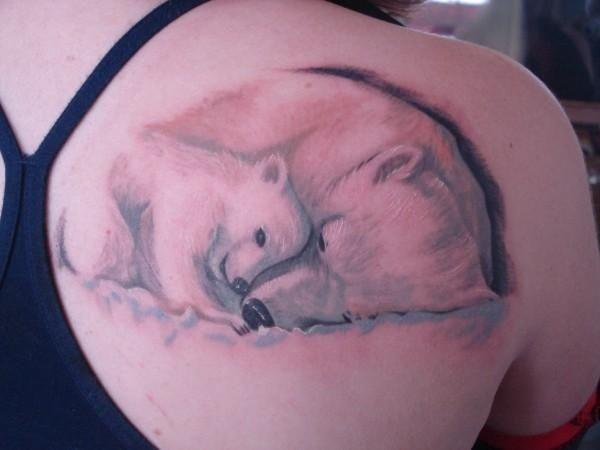 Татуировка медведь у девушек