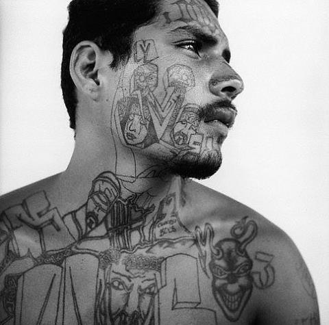 Татуировки заключенных мира и их значение