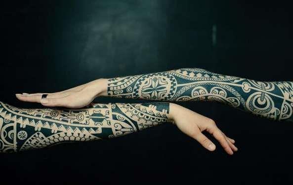 Татуировка рукава в полинезийском стиле