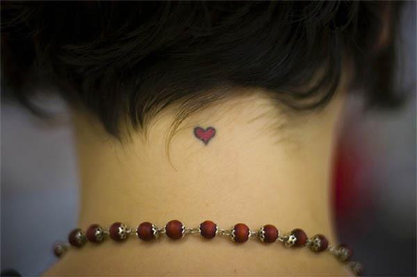 маленькая тату на шее