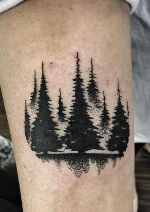 Несколько елок в виде татуировки