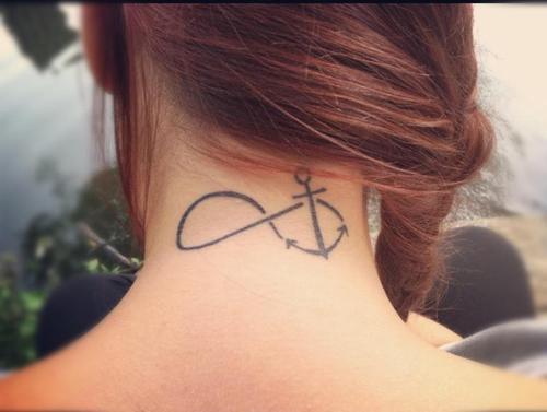 Небольшой символ на шее