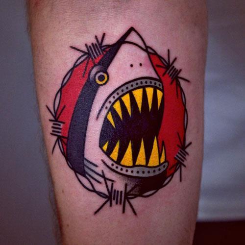 Тюремная татуировка с акулой