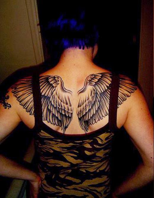 тату крылья на спине у девушек