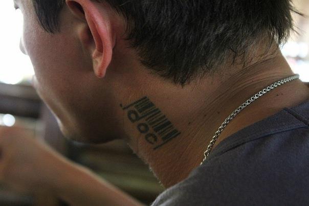 Что означает тату у павла прилучного на шее
