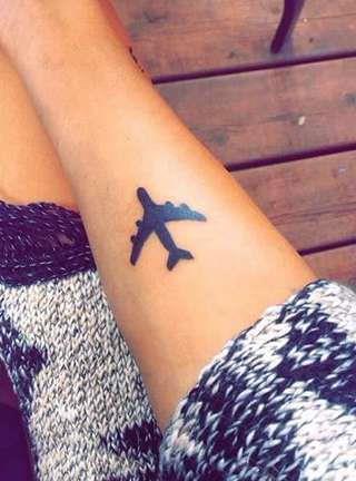 Самолет на запястье