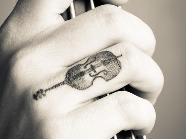 Маленькая тату гитары