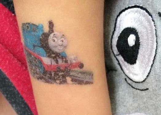Детская татуировка паровозик