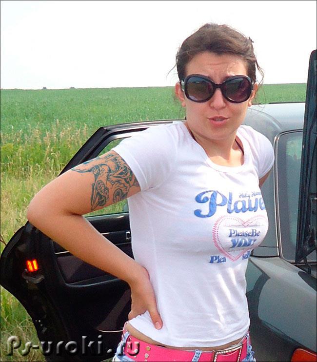 Девушка с татуировкой, сделанной в фотошопе