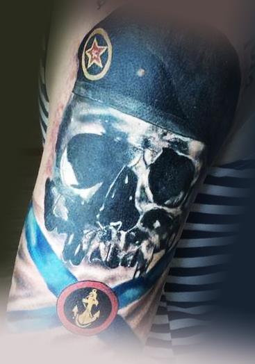 Татуировка ВМФ череп на плече