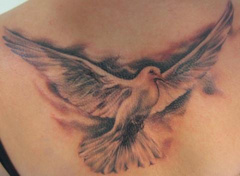 Любовь, цветы и голубки в татуировках в тюрьме