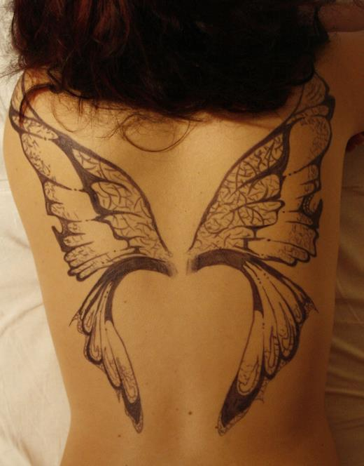 Большие крылья бабочки на спине