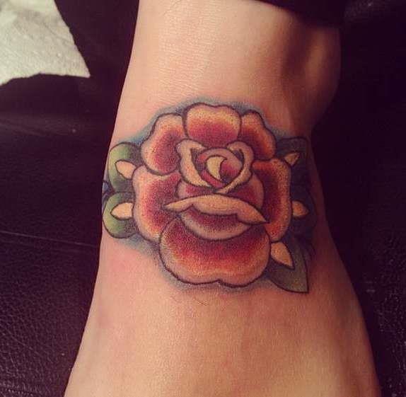Роза олд скул на стопе