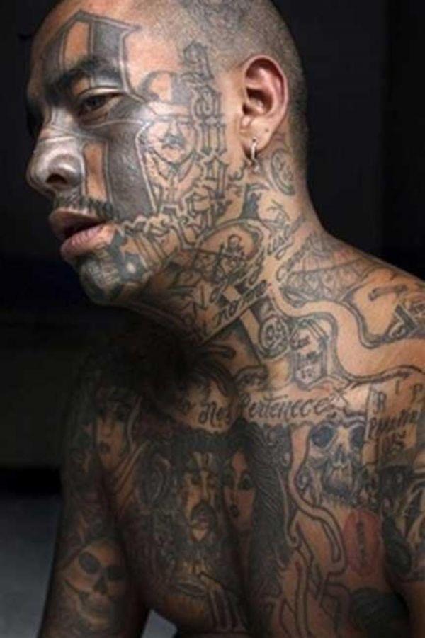 Заключенный в блатных татуировках