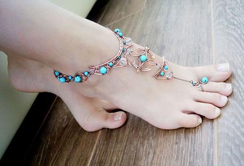 Браслет на ногу с бирюзовыми камнями
