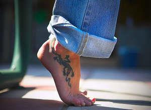 Тату ящерицы на ноге