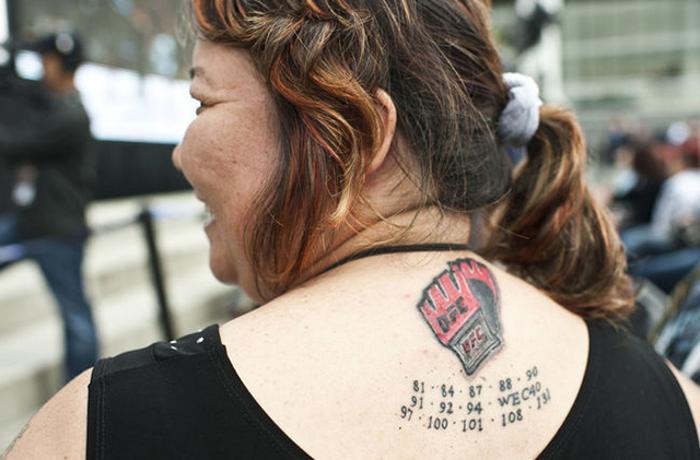 Перчатка ММА татуировка