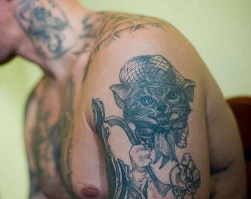 Кот с ломом - татуировка вора