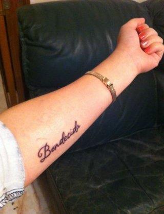 Тату испанская надпись на внутренней стороне руки для девушек